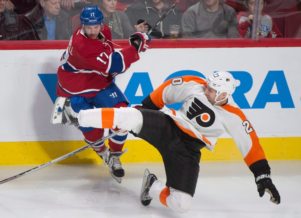 Philadelphia Flyers' R.J. Umberger (20) collides with Montreal Canadiens' Torrey Mitchell (17) during second period NHL hockey action in Montreal, Friday, February 19, 2016. THE CANADIAN PRESS/Graham Hughes