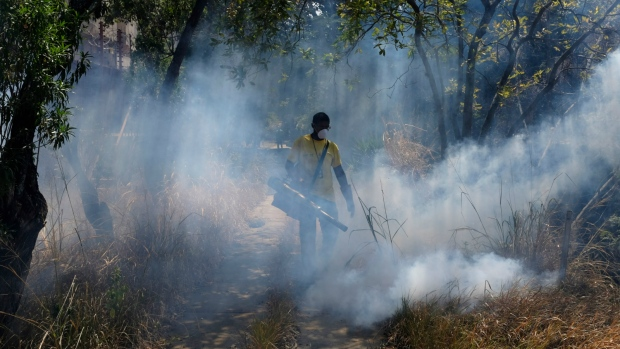 Workers try to battle Zika outbreak in Venezuela