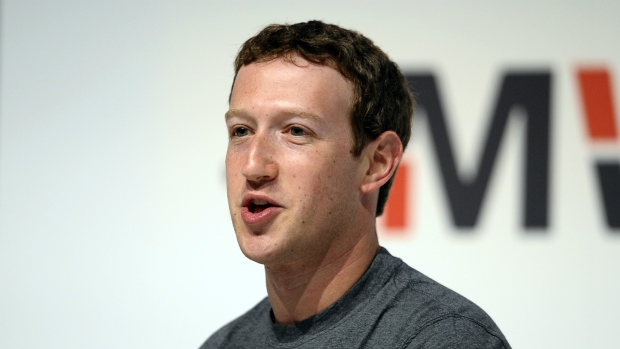 Zuckerberg faces problems in Internet bid