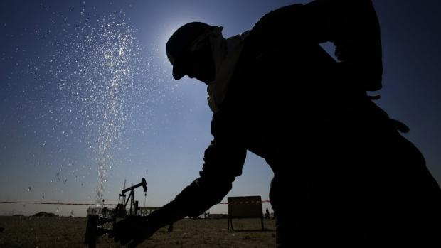 Oil supplies to cap price until next year