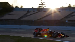 Daniel Ricciardo of Australia drives the new Red Bull F1 car during a testing session at the the Catalunya racetrack in Montmelo just outside of Barcelona, Spain, Monday, Feb. 22, 2016. (AP / Siu Wu)