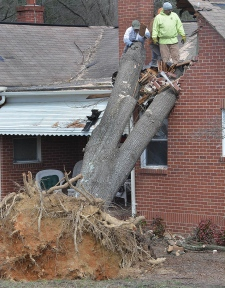 eople remove debris from home in Durham, N.C.