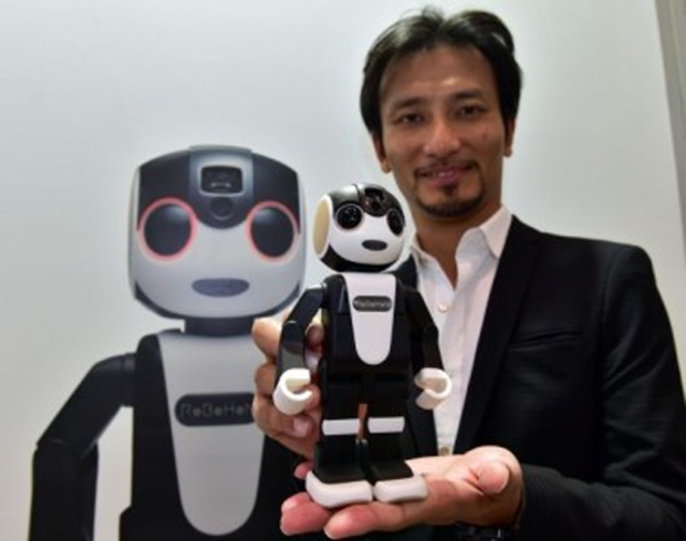 Sharp's smartphone-shaped Robohon