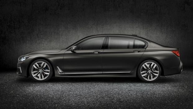 BMW unveils sedan in Geneva