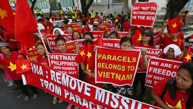 Filipinos protest over China's island building
