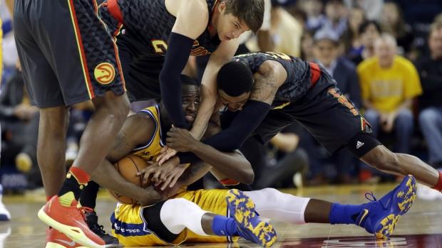 Warriors play without Curry, Iguodala