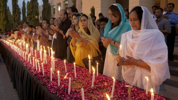 Vigil held for victims of ISIS attack in Pakistan
