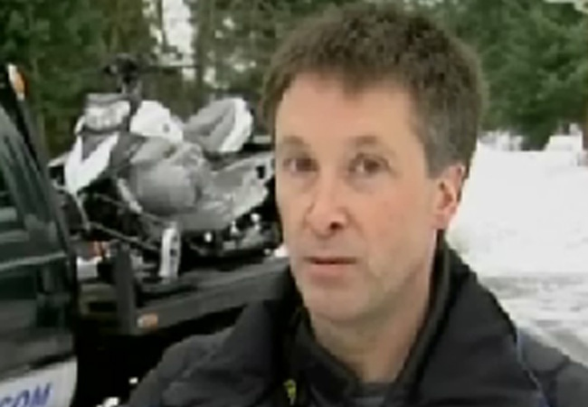 Rob Hanna provides training and advice to snowmobilers. Dec. 30, 2008.