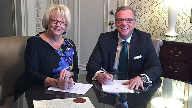 Lieutenant Governor Vaughn Schofield and Brad Wall meet to drop the writ for the 2016 provincial election. (BRAD WALL/TWITTER)