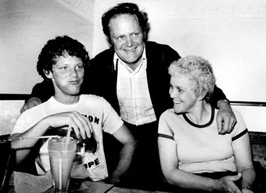 Rolland Fox, centre, the father of iconic marathon runner Terry Fox, left, has died at the age of 80. (Facebook / The Terry Fox Foundation)