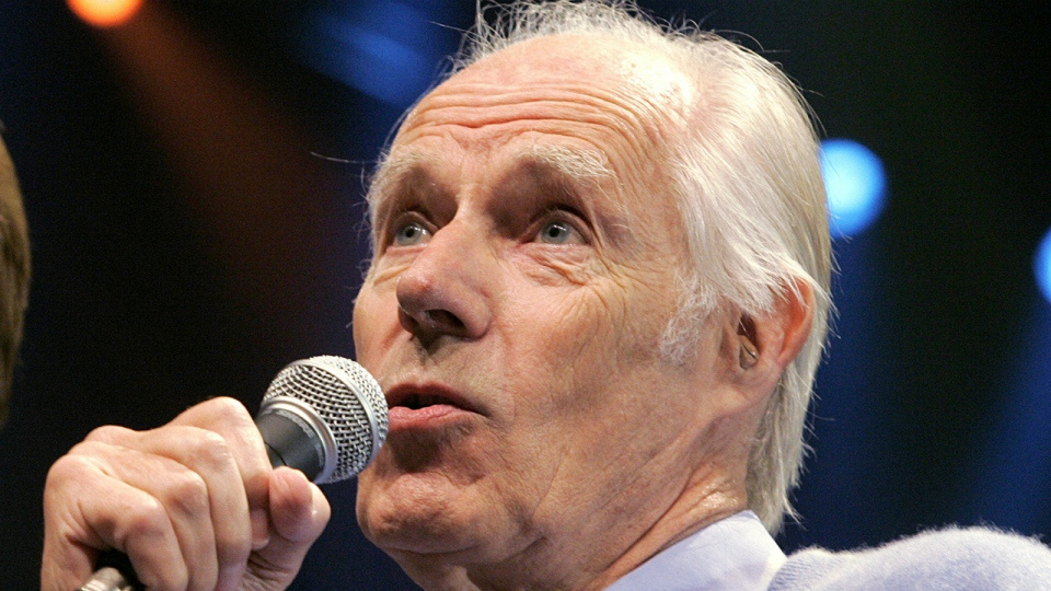 "Beatles producer Sir George Martin answers a question from the media after the sneak preview of a new Beatles-themed Cirque du Soleil show, ""Love,"" in Las Vegas on Wednesday, May 24, 2006. (AP / Jae C. Hong)"