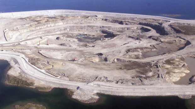 A mine pit about northeast of Yellowknife, N.W.T. on July 19, 2003. (Adrian Wyld/THE CANADIAN PRESS)