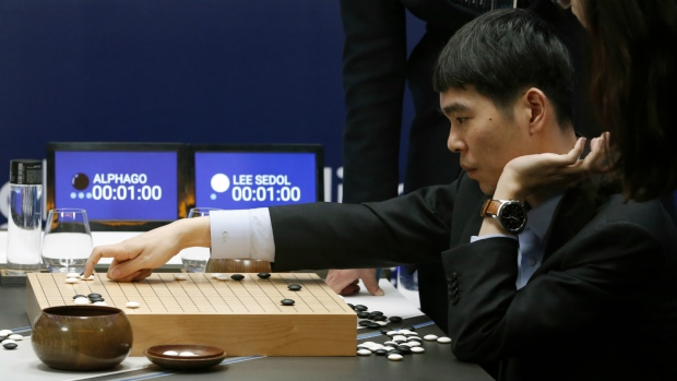 Human Go champion loses to computer