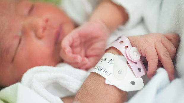 Researchers investigated which characteristics of mothers influence birth weights. (Arun Roisri/shutterstock.com)