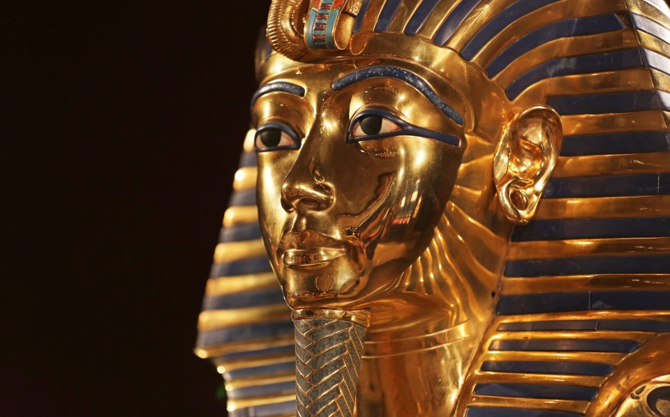 "A burial mask that was placed over the king's bound mummy, and is considered to be the most recognizable treasure of the collection is displayed at the Grand Rapids Public Museum in Grand Rapids, Mich., during an open house for its ""Discovery of King Tut"" exhibition. (Kevin Sielaff/The Grand Rapids Press via AP)"