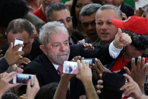 Brazil's former President Luiz Inacio Lula da Silva flashes a thumbs up at his supporters after his swearing-in ceremony as the chief of staff to President Dilma Rousseff, at the Planalto presidential palace, in Brasilia, Brazil, Thursday, March 17, 2016. (AP Photo/Eraldo Peres)