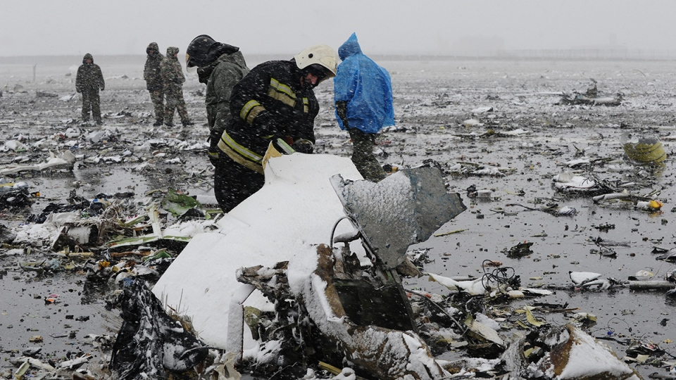 Russian Emergency Ministry employees investigate the wreckage of a crashed plane at the Rostov-on-Don airport, about 950 kilometres south of Moscow, Saturday, March 19, 2016. (AP Photo)