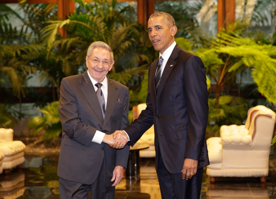Cuban President Raul Castro, left, shakes hands with U.S. President Barack Obama during a meeting in Revolution Palace, Monday, March 21, 2016. (AP / Ramon Espinosa)