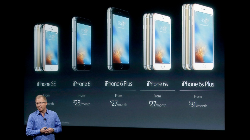 Greg Joswiak, vice president of iOS, iPad and iPhone product marketing, announces the new iPhone SE at Apple headquarters Monday, March 21, 2016, in Cupertino, Calif. (AP / Marcio Jose Sanchez)