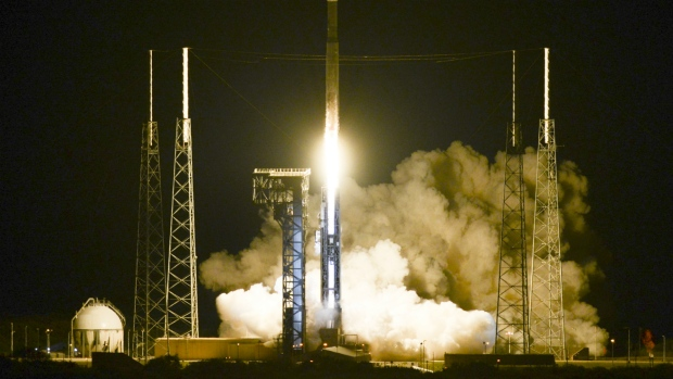 Atlas V rocket takes off from Florida