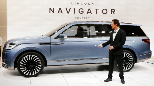 Lincoln reimagines big Navigator SUV as 'personal ...