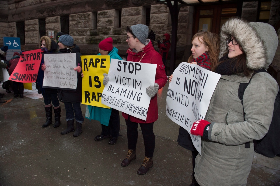 Protesters stand outside court in Toronto on Thursday, March 24, 2016. (Frank Gunn / THE CANADIAN PRESS)