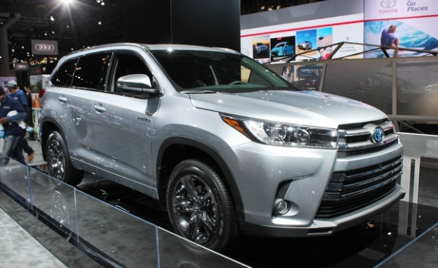 Toyota Reveals 2017 Highlander Suv And New Prius Prime
