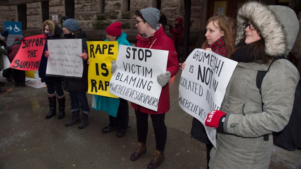 Protestors stand outside court in Toronto, on Thursday, March 24, 2016. (THE CANADIAN PRESS/Frank Gunn)