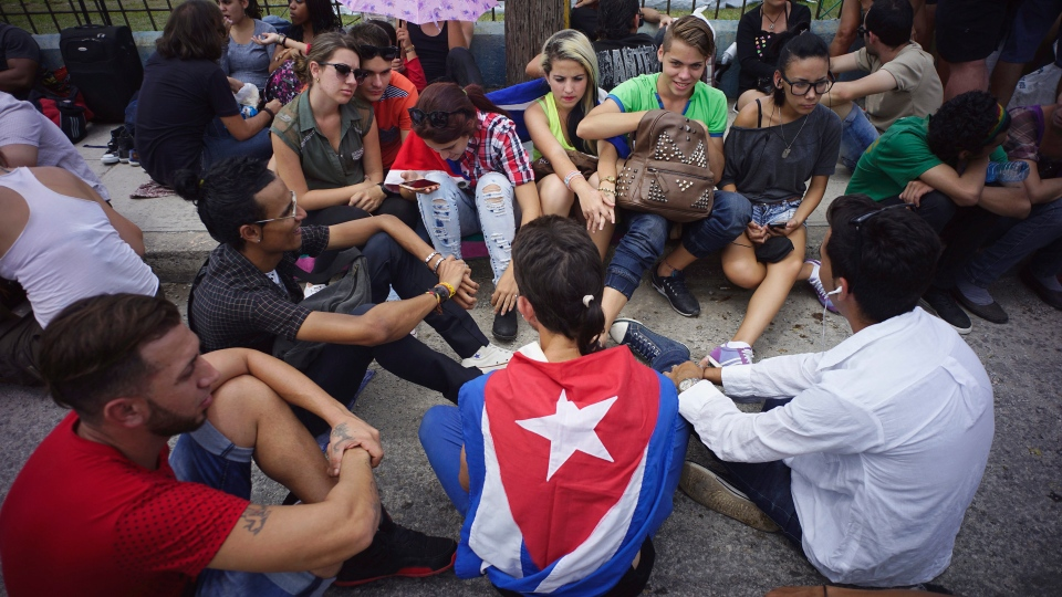 Fans wait outside the venue where the Rolling Stones will play their concert in Havana, Cuba, Friday, March 25, 2016. (AP / Ramon Espinosa)