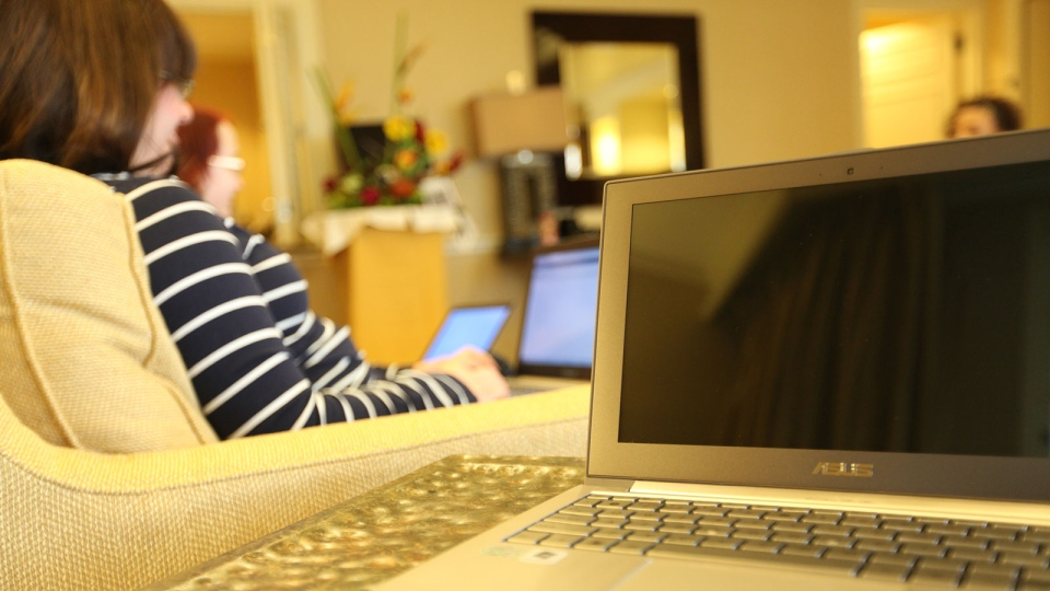 A woman uses a laptop (Flickr/ Alli Worthington)