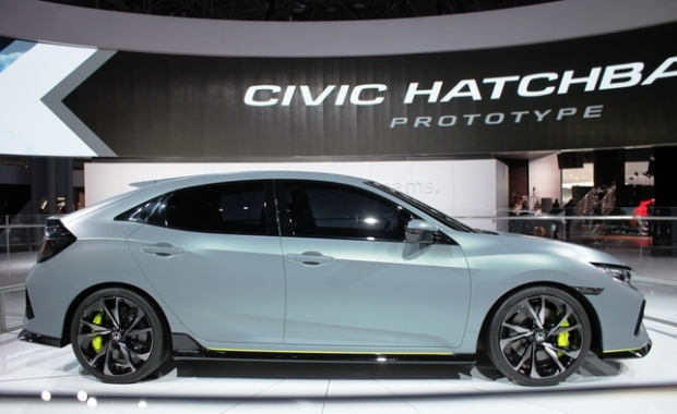 2017 Honda Civic Hatch gets manual turbo option