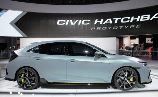 2017 Honda Civic Hatch gets manual turbo option