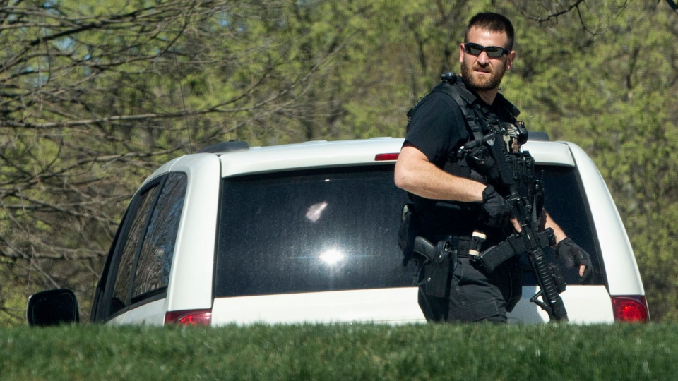 A Secret Service Police Officer patrols the North Lawn of the White House in Washington, Monday, March 28, 2016. (AP Photo/Jacquelyn Martin)