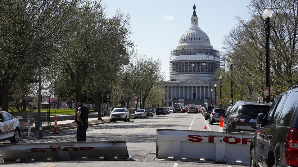 An officer stands guard on a street leading to Capitol Hill in Washington that is closed, Monday, March 28, 2018. (AP / Alex Brandon)
