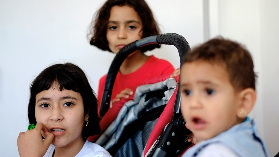 Amal Ismail eight year old, centre with her older sister Alaa and their younger 18-month-old Aryam are seen at the IOM 'International Organization for Migration' office in capital Nicosia, Cyprus, Tuesday, March 22, 2016. (AP / Petros Karadjias)