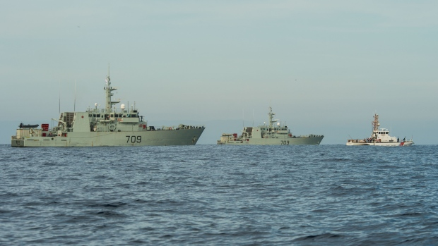 HMCS Saskatoon, HMCS Edmonton and U.S. Coast Guard