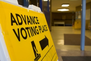 An advance voting sign sits at a Saskatchewan polling station in this Elections Saskatchewan photo. (Elections Saskatchewan)
