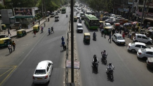 Few vehicles are seen plying on the otherwise severely busy Mehrauli Badarpur road during rush hour in New Delhi, India, Friday, April 15, 2016. (AP / Saurabh Das)New Delhi restricts