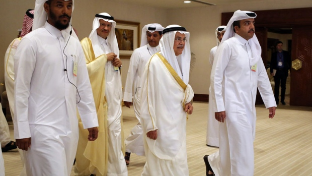 Saudi Oil Minister Ali al-Naimi, centre right, arrives at an oil-producers' meeting in Doha, Qatar, on Sunday, April 17, 2016.  (AP /Jon Gambrell)