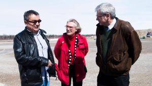 Chief Bruce Shisheesh, left, Minister of Indigenous Affairs Carolyn Bennett, centre, and Federal NDP MPP Charlie Angus, right, meet in the northern Ontario First Nations reserve in Attawapiskat, Ont., on Monday, April 16, 2016. (THE CANADIAN PRESS / Nathan Denette)