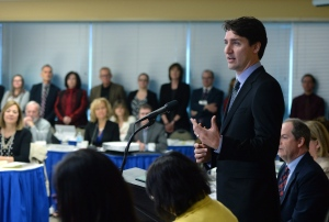 Prime Minister Justin Trudeau meets with members of the Canadian Teacher's Federation in Ottawa on Tuesday, April 19, 2016. (Sean Kilpatrick / THE CANADIAN PRESS)