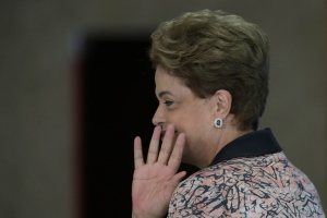 Brazil's President Dilma Rousseff waves goodbye at the end of a press conference with the international press regarding the congressional vote to open impeachment proceedings against her, at the Planalto Presidential Palace in Brasilia, Tuesday, April 19, 2016.  (AP / Eraldo Peres)