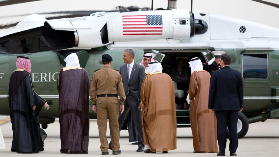 U.S. President Barack Obama is escorted to Marine One as he arrives at King Khalid International Airport in Riyadh, Saudi Arabia, on April 20, 2016. (Carolyn Kaster / AP)
