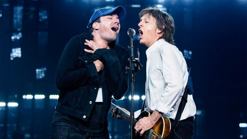 Late night host Jimmy Fallon crashed Paul McCartney's concert in Vancouver on April 20, 2016. (Paul McCartney/Twitter)