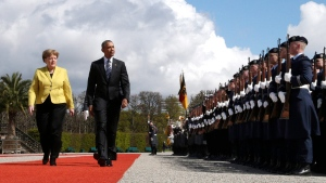 German Chancellor Angela Merkel, left, and U.S. President Barack Obama review the guard of honour at Herrenhausen Palace in Hannover, northern Germany, Sunday, April 24, 2016. Obama is on a two-day official visit to Germany. (AP / Michael Sohn, pool)