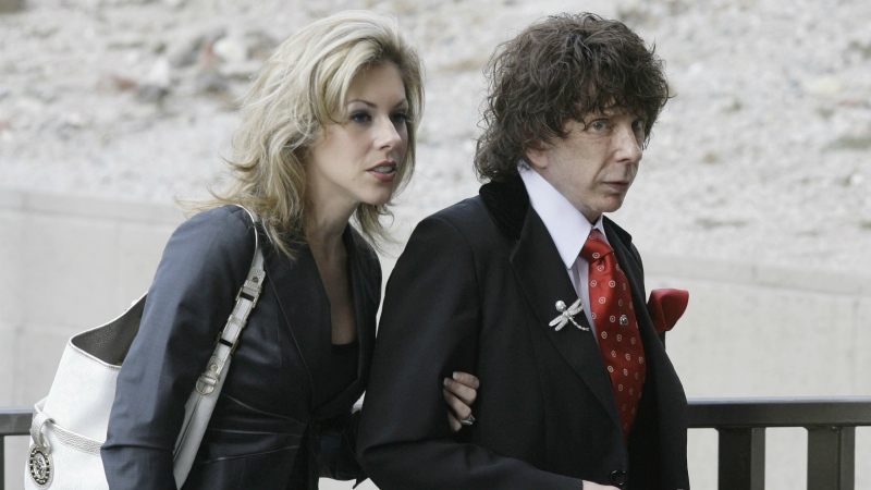 FILE - Music producer Phil Spector and his then wife Rachelle Spector, arrive at the Los Angeles County Superior Court for a discovery hearing in downtown Los Angeles on March 28, 2008. (AP / Nick Ut)