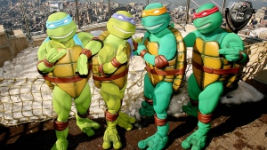 "In this photo released by Warner Brothers Pictures, actors portraying the ""Teenage Mutant Ninja Turtles"", are photographed on the observation deck of the Empire State Building in New York, Tuesday, March 20, 2007. (AP Photo / Warner Bros. Pictures, Marion Curtis)"