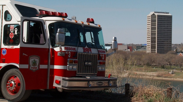 Fire crews battle two separate grass fires on riverbank (Photo/Angelina Irinici)