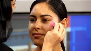 Canada AM: Contouring craze new makeup trend