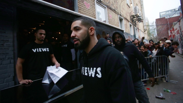 Drake pulls double duty as SNL host and musical guest | Entertainment & Showbiz from CTV News